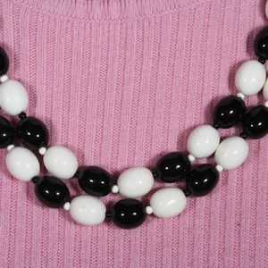 Jewelry - Vintage Black and White Necklace